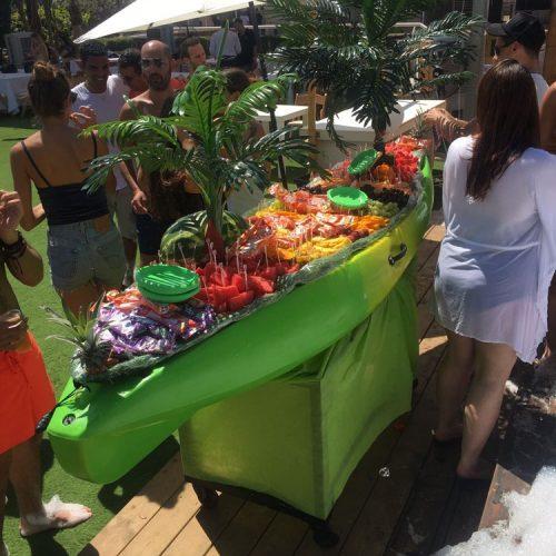 עמדת פירות חתוכים באירוע של אלדו